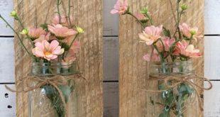 Handgemachte Weckglas Wandlampen. Die Leuchte ist handgefertigt aus Altholz und es kommt mit schönen Kunstblumen. Sie könnten auch frische Blumen in dieser Wandbehang Wandleuchte oder Kerzen setzen. Die Leuchte kommt mit Draht auf der Rückseite zum Aufhängen. Einen schönen Akzent für Ihr Zuhause oder ein perfektes Geschenk für einen Freund! Die Leuchte besteht aus Altholz und kommt mit Draht zum Aufhängen. Ungefähre Größe ist 12 x 6. Bitte beachten Sie, dass diese Auflistung für eine Wandleu...