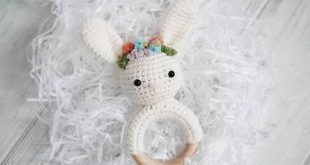 Crochet bunny teether with flower crown, Wooden soother clip, Organic bunny rattle, Baby rattle, Cotton nursery toy, Bunny gift box for girl