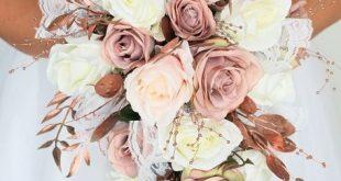 Die staubigen Rosen der Rosengoldhochzeits-Blumen erröten rosa Rosen, die Träne kaskadieren