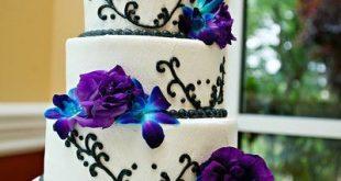 Weiße und lila Hochzeitsblumen   Weiße Hochzeitstorte Mit Schwarzen Strudeln #...